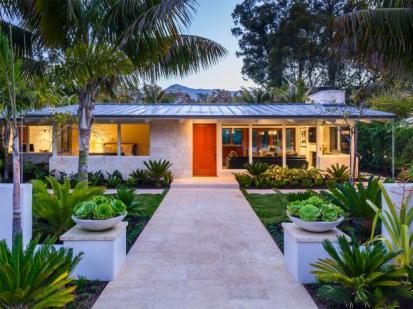 Neumann-Mendro-Andrulaitis-Architects_Butterfly-Beach-Villa_Front-Walk.jpg.rend.hgtvcom.616.462