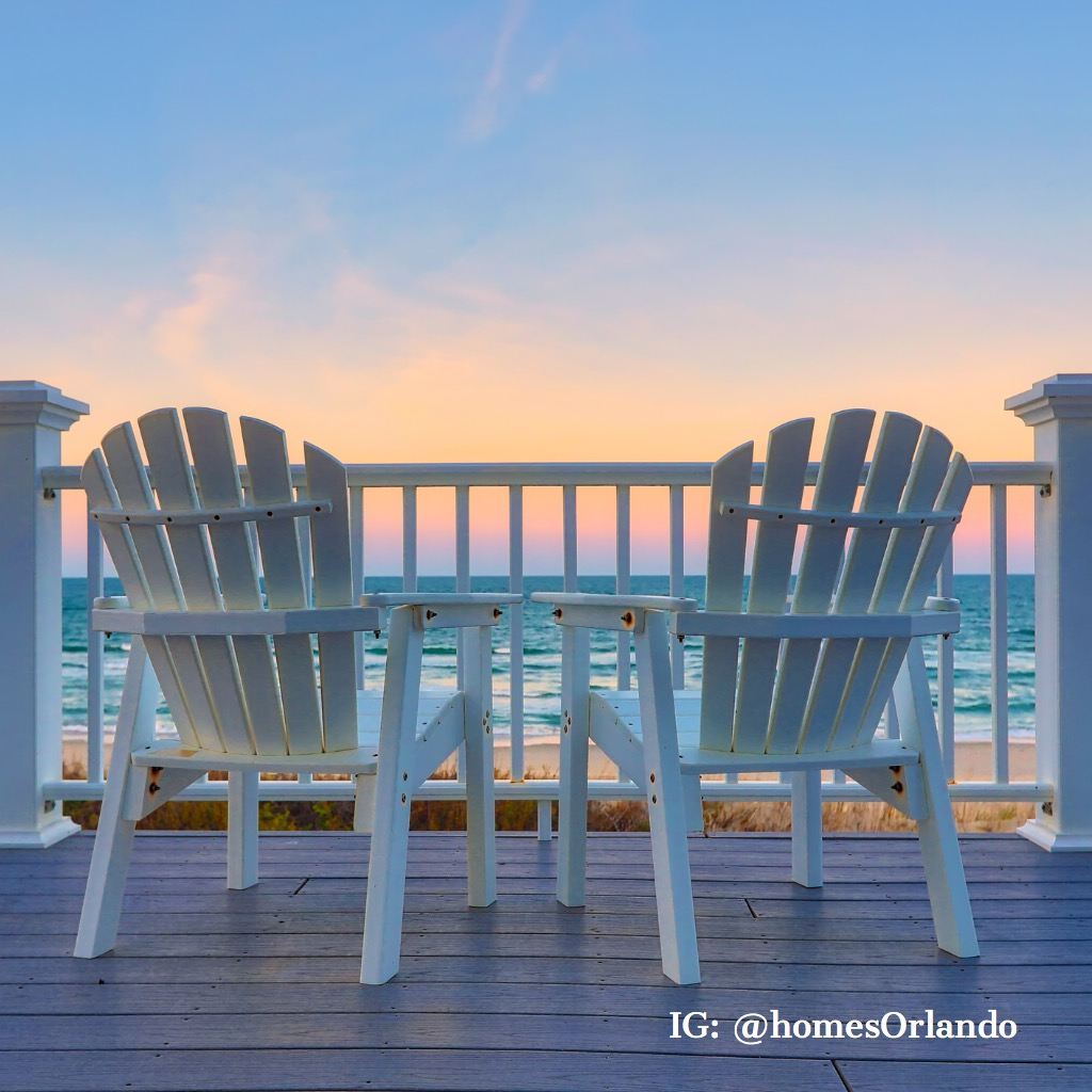 enjoy-the-view-of-the-ocean-from-a-chair-while-on-vacation-picture-id963079794.jpg